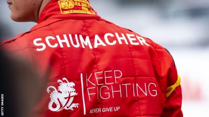 Француски доктор ќе се обиде да го врати Михаел Шумахер на нозе: Операцијата е многу ризична и не  се гарантира успех