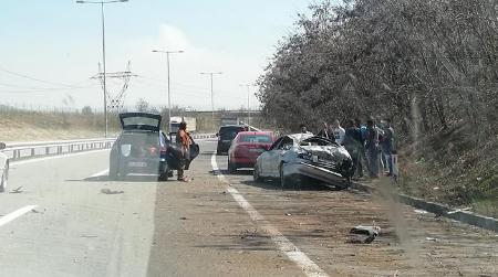 Се тркале пред да се случи несреќата – сообраќајка на скопската обиколница