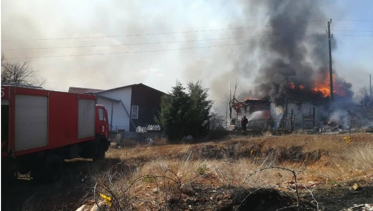Изгоре викендица во Маркова Сушица, запалени и бандери на ЕВН