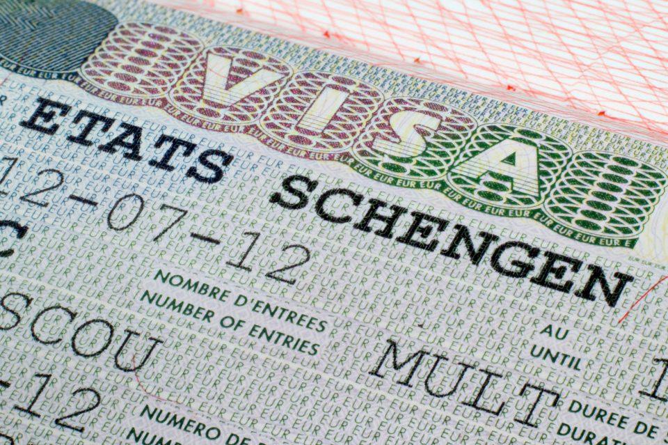 Холандија достави барање до Брисел за враќање на визите за Албанија