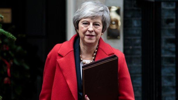 Британската премиерка Тереза Меј поднесе оставка