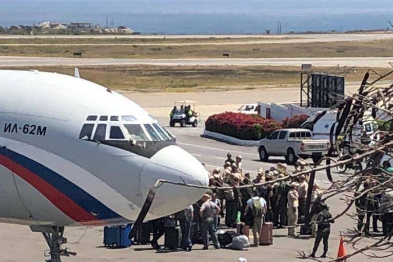 Во Каракас пристигна нова група на руски војници