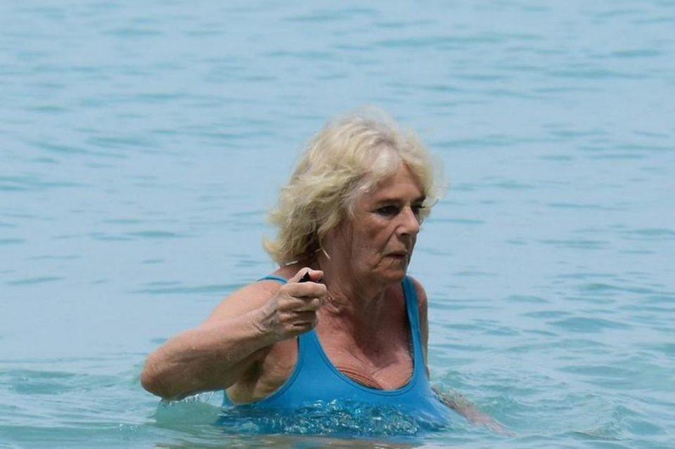 Идната кралица во костум за капење: Камила Паркер прв пат без елегантна гардероба