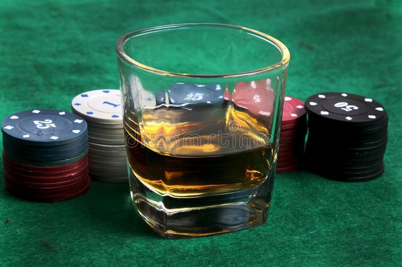 Балканот се бори со зависности: Во Хрватска 250.000 лица се зависници од алкохол, а Босна има најмногу зависници од коцкање