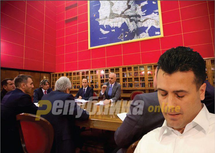 Летна распродажба на државата: Заев нуди сè по ниска цена за да биде премиер