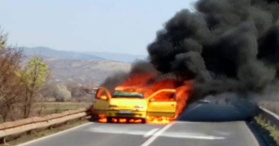 Автомобил се запали на патот кај Облешево
