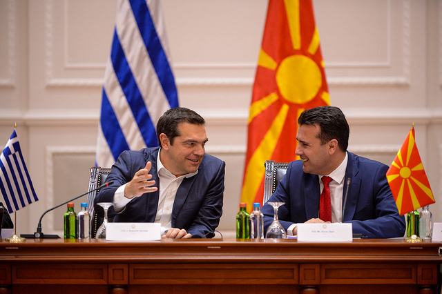 Не е само Бугарија: Партијата на Ципрас прашува до каде е промената на учебниците во Македонија