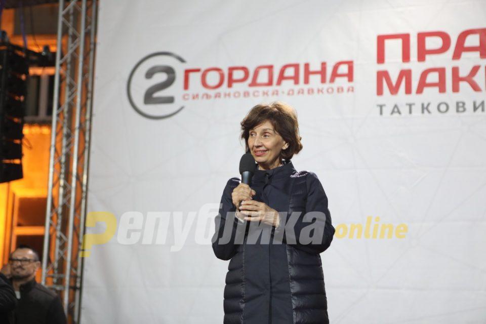 Силјановска-Давкова: Грешките на митинзите се простуваат, грешките како Преспанскиот договор – никогаш!