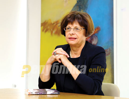 Ќулавкова: Македонскиот јазик е светски признат, останува уште политичарите да го признаат