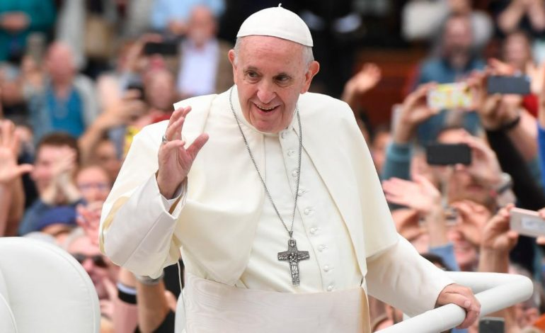 На литургијата на Папата Франциск во Скопје ќе присуствуваат најмалку 15.000 верници од земјава и од странство