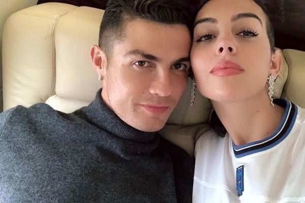 Роналдо откри како го минува денот со девојката и за еден час добил 2. милиони лајкови
