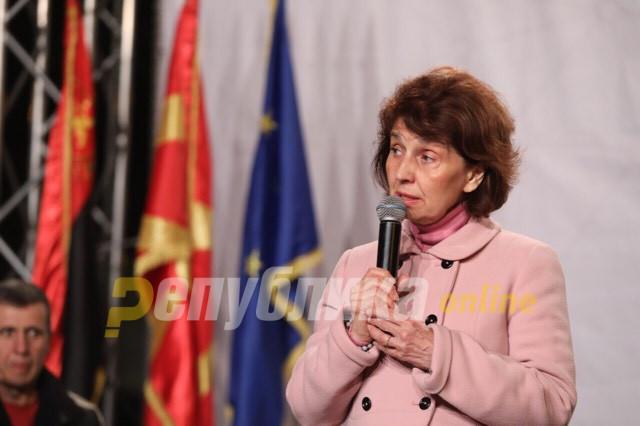 Силјановска: Нема чекорење напред со згазено национално достоинство