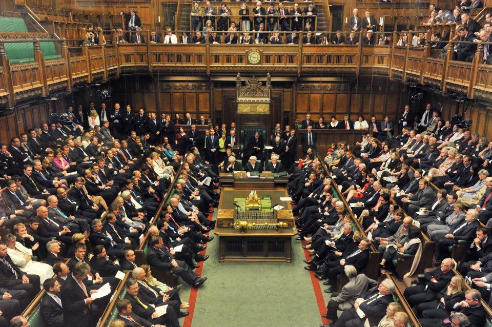 Прокисна кровот на британскиот Парламент, седницата прекината