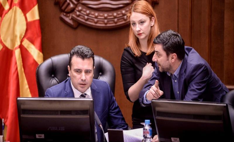 Фејсбук предизвик: Kолку лаги има во едно видео на Заев и Забрчанец