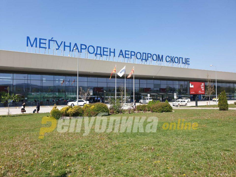 """Косовец со """"фалц"""" документи уапсен на скопскиот аеродром"""