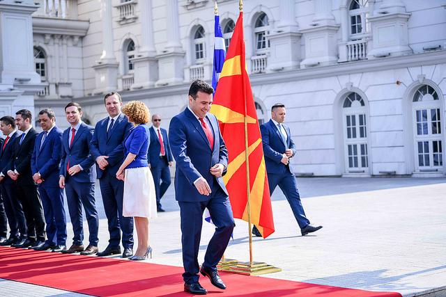 Откако шефот Заев ја забрани, сдсмовци без дозвола не стануваат на Денес над Македонија се раѓа