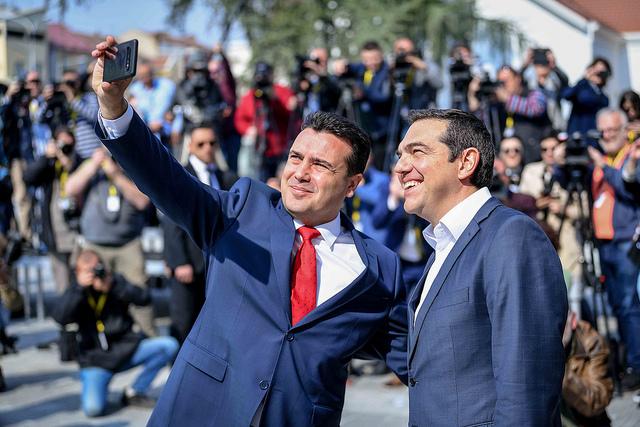 Што говори песната посветена на Заев: За Ципрас ние сме смачкано племе