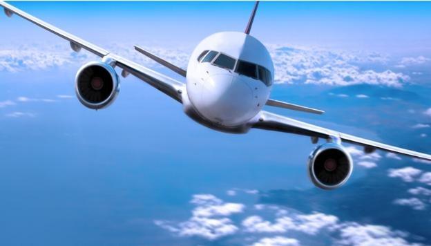 Експлодираа гумите на авион при слетување, има повредени