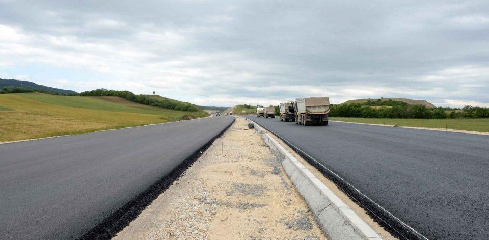 Мицкоски: Процентот за незавршениот автопат се исплаќа во еден ресторан во југоисточна Македонија