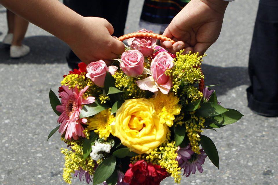 Денеска славиме Цветници: Побрзајте, која девојка прва ќе набере цвеќе, ќе и се исполни секоја желба