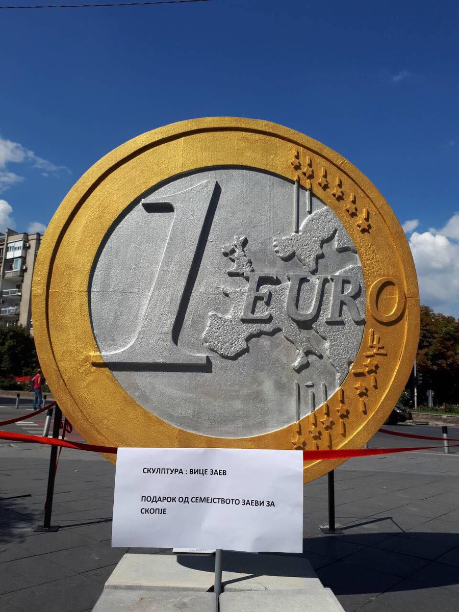 1€ за Виц'то, 1€ за Notre Dame!
