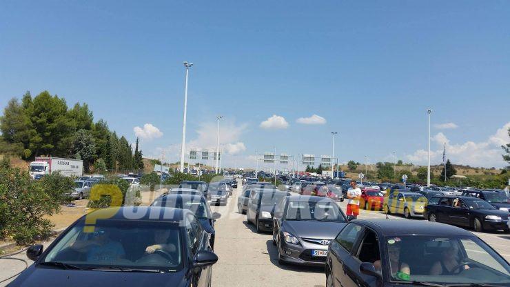 Македонците се спакуваа и заминаа, колони возила на Богородица и Дојран