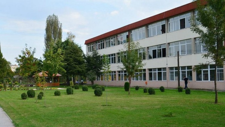 Тројца ученици нападнале свој соученик во ГУЦ