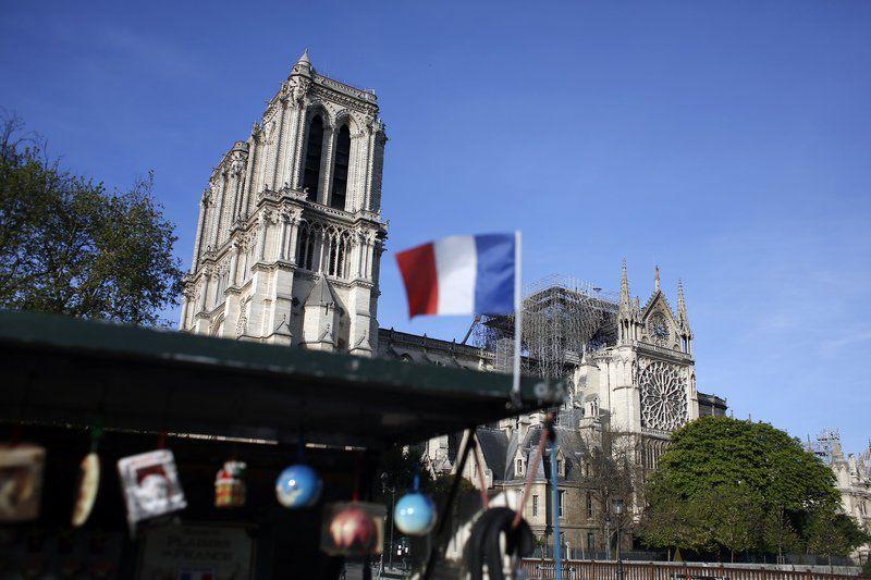 Се огласија ѕвоната на катедралите ширум Франција