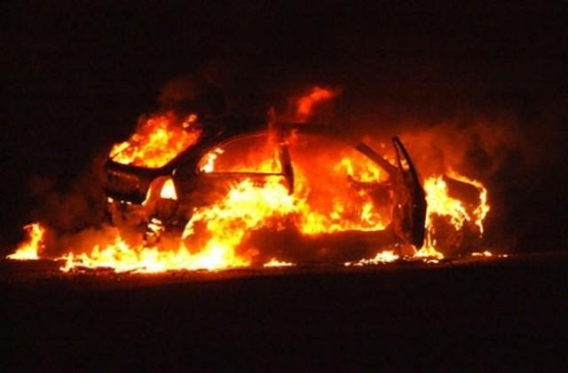 """Се запали """"Пежо 306"""" со охридски регистарски таблички"""