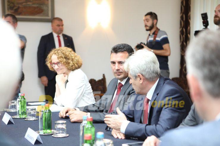 Нема договорена средба Ахмети-Заев