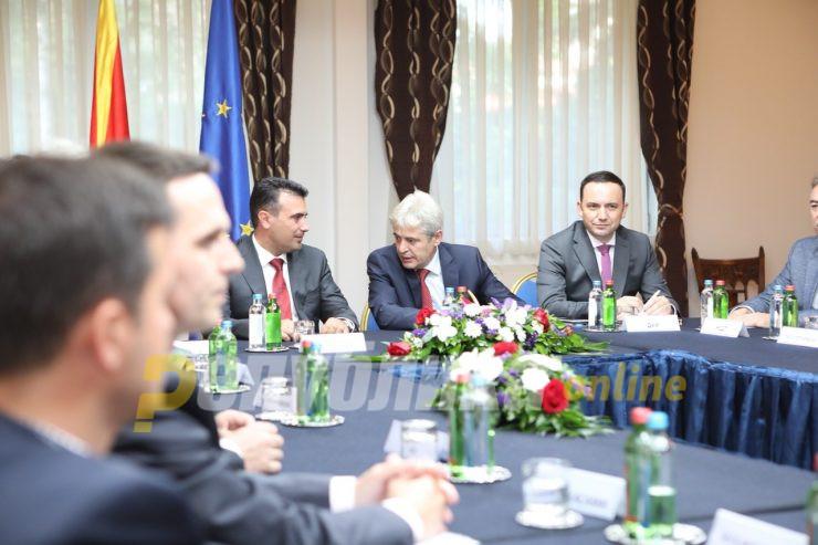 Метлата за директорите ќе почека да се разберат Заев и Ахмети