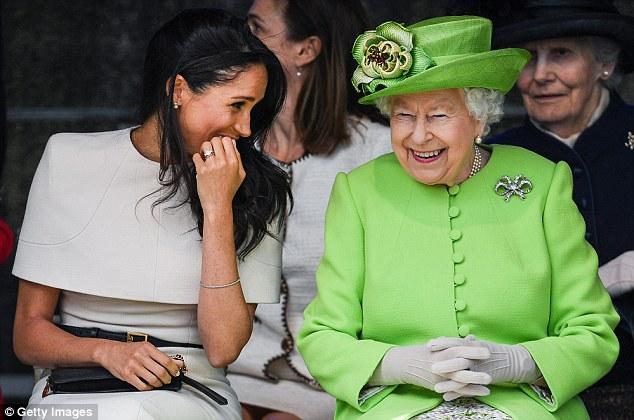 Слатка одмазда на кралицата: Им ги скрати сите привилегии, а сега на Меган ѝ го зема и накитот
