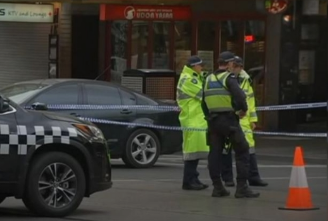 Мелбурн ги затвора продавниците и фабриките за да го спречи вирусот