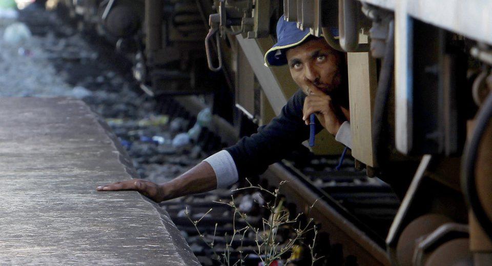 Мигранти во Солун на товарен воз се обиделе да стигнат до Македонија