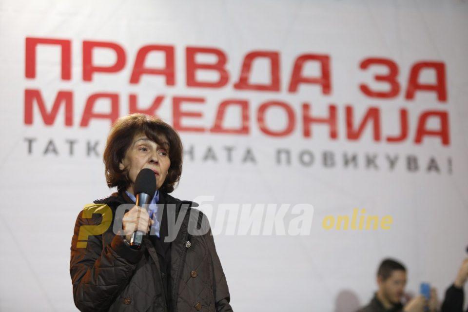 Силјановска: Секој од нас носи венец од трње и тежок крст на плеќите во оваа македонска голгота