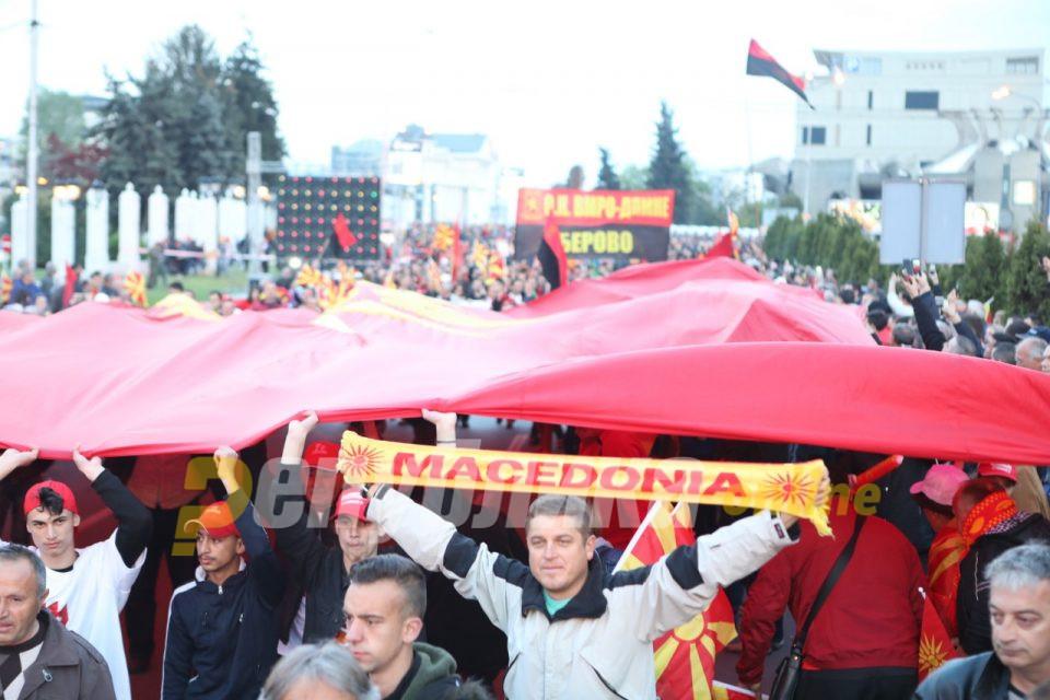 Од мене вмровец не бидува, но факт е: Рејтингот на СДСМ оди надолу, на ВМРО-ДПМНЕ нагоре