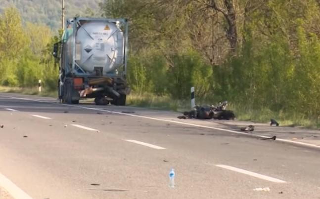 Млад мотоциклист загина кај Катланово, друг се бори за живот