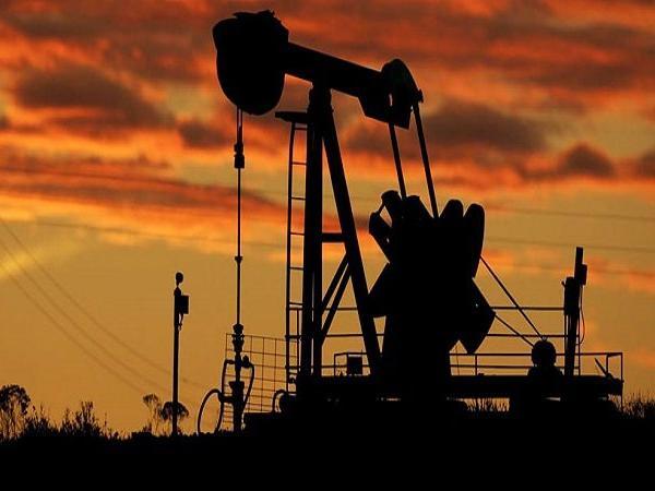 Најавените санкции од САД, ја вивнаа цената на нафтата