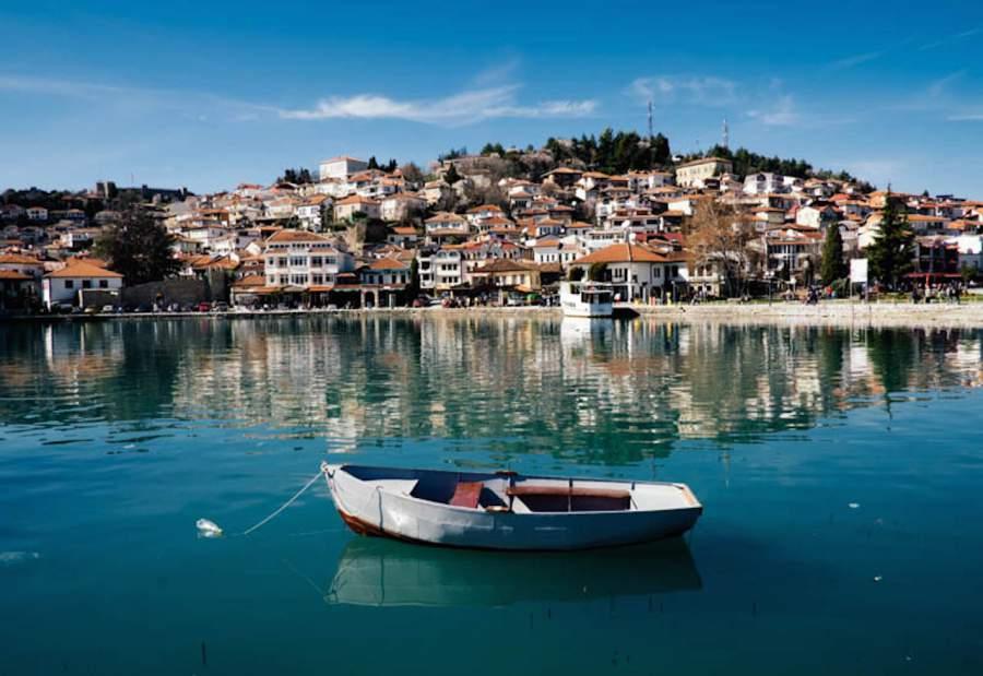 Мртов маж пронајден во водите на Охридското езеро