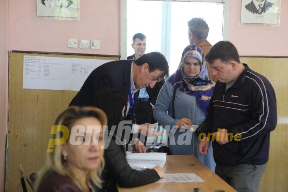 Османи: Гласаа 200.000 Албанци; Таравари: Не е точно, гласаа 110.000 Албанци