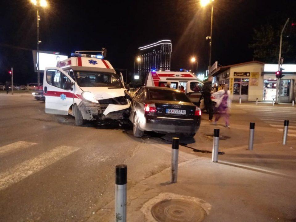 Страшна сообраќајка вечерва во центарот на Скопје