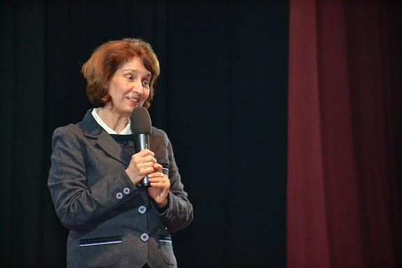 Силјановска Давкова од Тетово: Вистинскиот пат кон ЕУ е само со правда и правдина