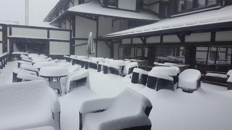 Среде пролет половина метар снег ја затрупа Хрватска!