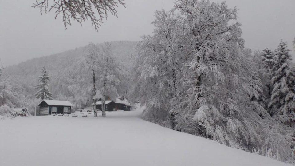 Падна половина метар снег на планината Велебит во Хрватска