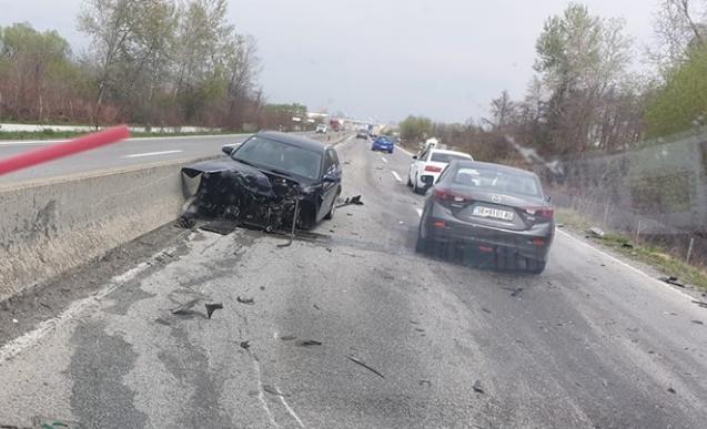 Сообраќајка на патот Гостивар – Тетово, едно возило се забило во банкина