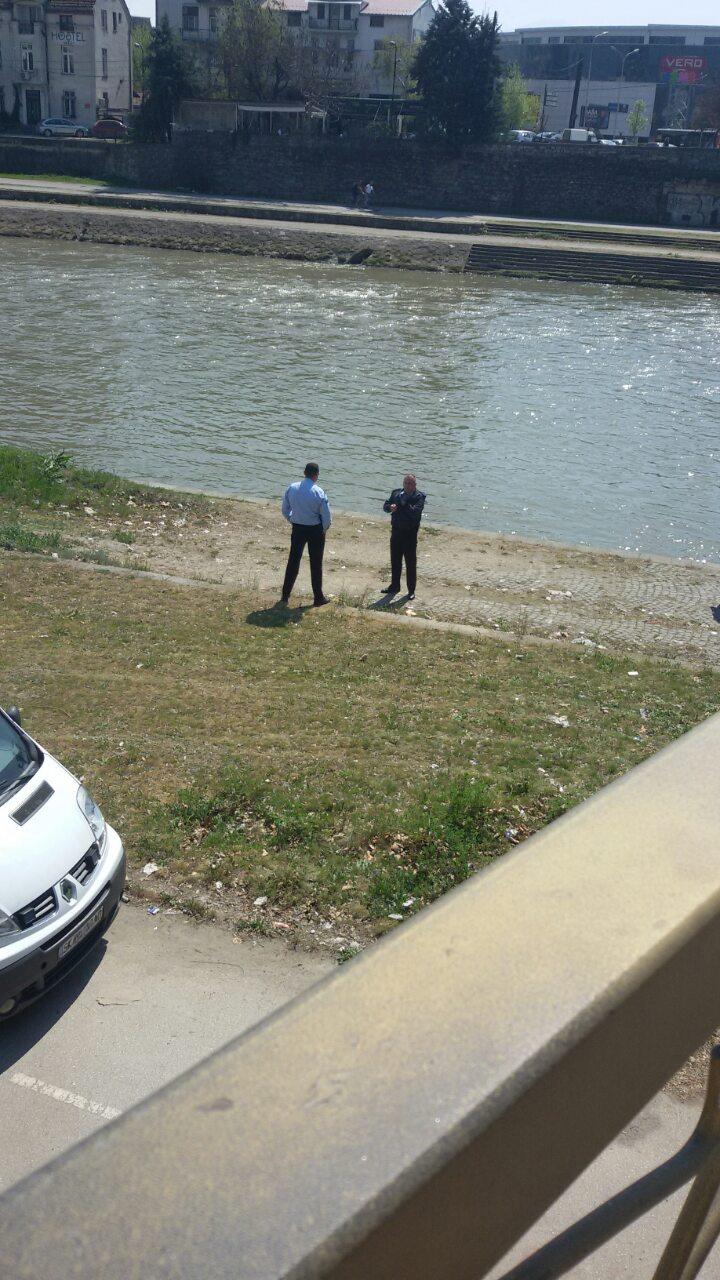 Детали за исфрлениот труп од водите на Вардар кај комплекс банки