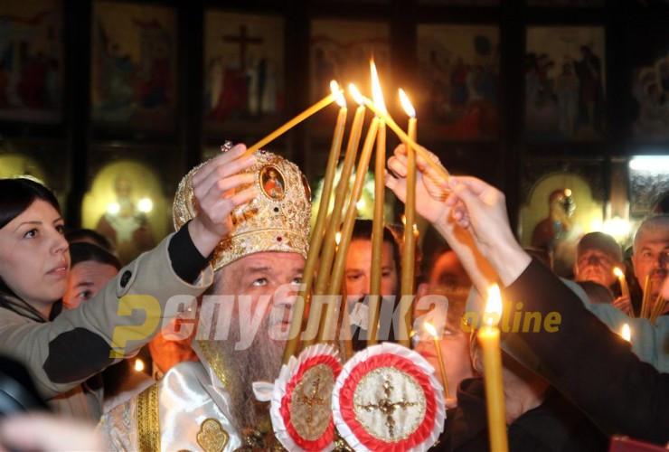 МПЦ контра дел од црквите: Литургии само пред пет верници, постарите и децата да останат дома