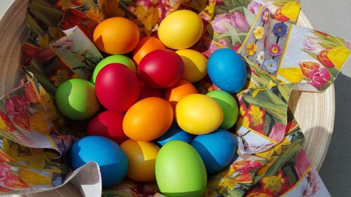 Утринава боевте јајца? Како да ги исчистите рацете после боењето