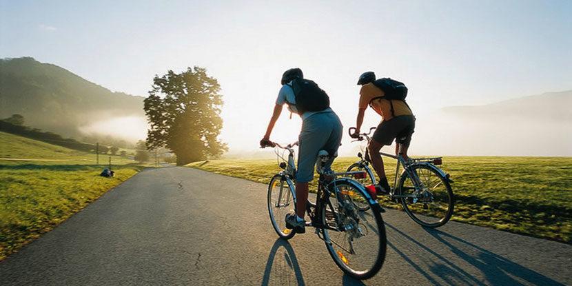 Низ три држави со велосипед за шест часа