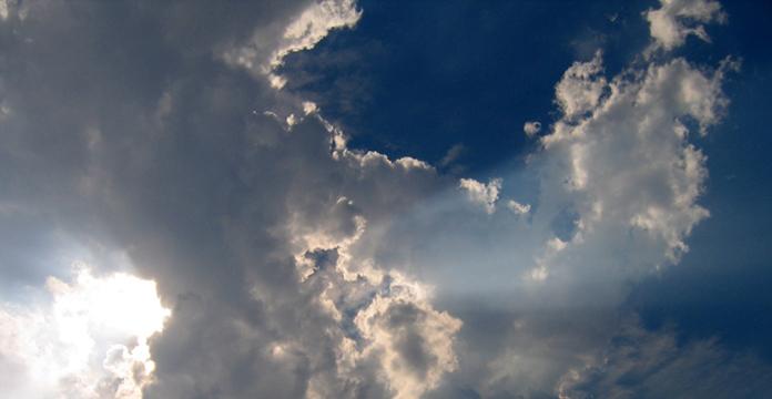Време, променливо облачно со засилен ветер